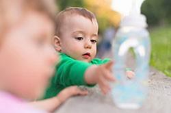 Pour bébé, choisissez une eau pure, faiblement minéralisée et sans nitrates.