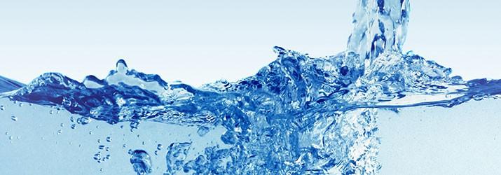 Différence entre eau minérale, eau de source et eau du robinet