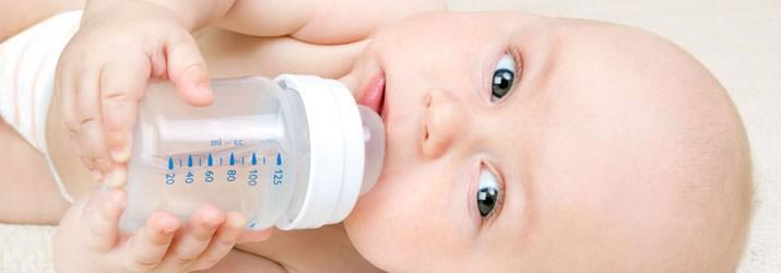 Comment bien hydrater son bébé