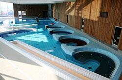 Dans les stations thermales, vous pouvez faire des cures de thalassothérapie et balnéothérapie