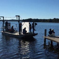 Tournage scène sur ponton bateau