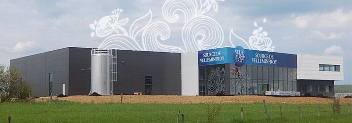 Découverte de la façade de l'usine d'embouteillage Velleminfroy