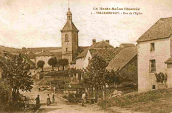 Village de Velleminfroy avec son clocher