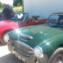 Trois anciennes voitures